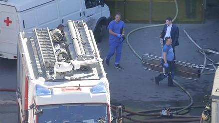 Al menos 17 muertos en un incendio en un almacén en Moscú