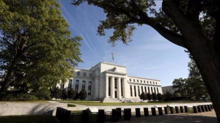 Bancos centrales se alistan mientras Fed se apresta a subir tasas