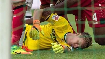 Video: Bernd Leno perdió la memoria en partido de la Bundesliga