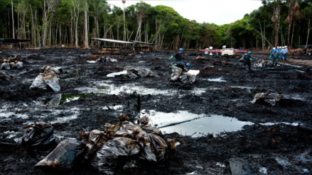 Nativos piden declarar en emergencia Urarinas por derrame de petróleo
