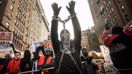 Crean grupos de 'racistas anónimos' para enfrentar la violencia racial en EE.UU.