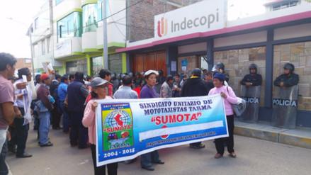 Mototaxistas de Tarma protestan ante INDECOPI por medidas cautelares