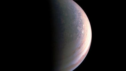 Las primeras imágenes de los polos de Júpiter desconciertan a la NASA