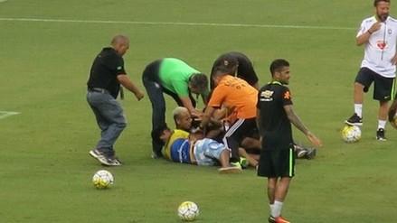 Neymar fue derribado por hinchas que ingresaron a entrenamiento de Brasil