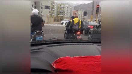 Rímac: Inspectores de tránsito viajan sin cascos en motocicleta