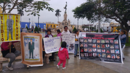 Escuadrón de la Muerte: protestan durante visita de Carlos Basombrío