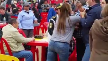 Facebook: dos mujeres se pelean por una silla en Mistura 2016