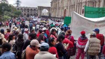 Realizan protesta en defensa de policía acusado por robo de combustible