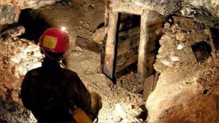 Rescatan a 13 mineros que estuvieron cinco días bajo tierra en Sudáfrica