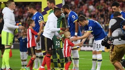 Everton donó 200 mil libras a pequeño fanático del Sunderland enfermo de cáncer