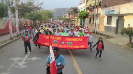 Policía libera a 25  manifestantes que bloqueaban vías en Urpipata