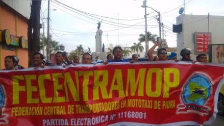 Mototaxistas marchan por modificatoria de ley de brevetes