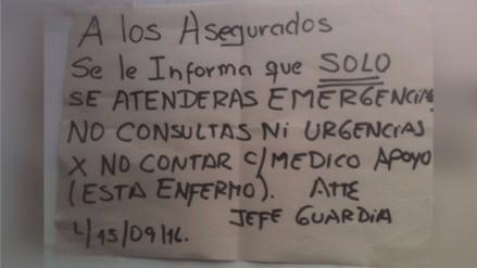 Este cartel avisa a los pacientes sobre ausencia de médico en Essalud