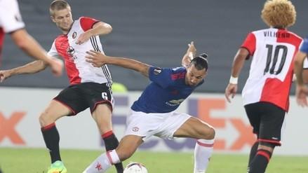 Manchester United cayó 1-0 ante el Feyenoord de Renato Tapia
