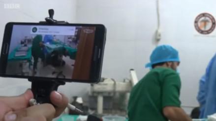 YouTube: David Nott, el médico que opera a sus pacientes a través de Skype