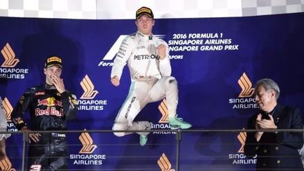 Nico Rosberg ganó en Singapur y le arrebató el liderato de la Fórmula Uno a Hamilton