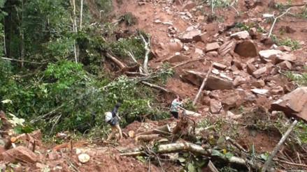 Vía Bagua - Condorcanqui interrumpida por deslizamiento de piedras