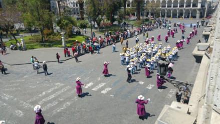 Danzantes participaron de pasacalle por el Día Internacional del Turismo