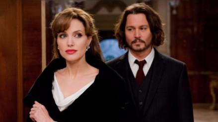 Angelina Jolie mantiene contacto con Johnny Depp tras separación