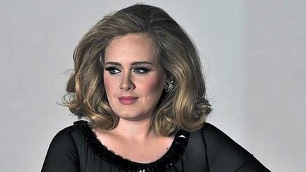 Adele recibe disco de diamante por su álbum 25