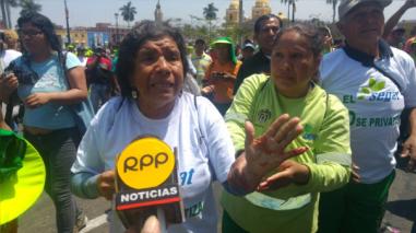 Enfrentamiento entre policías y trabajadores ediles