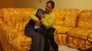 Madre pidió a obispo de Puno que se disculpe por jalón de oreja a niño