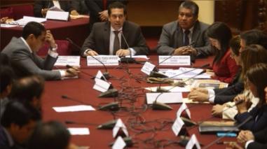 Comisión de Constitución aprueba predictamen para delegar facultades al Ejecutivo