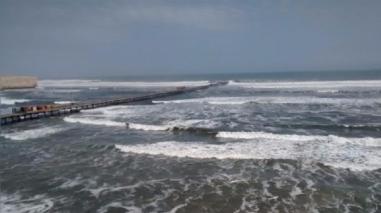 Lambayeque: cierran puertos y caletas por oleajes de ligera intensidad