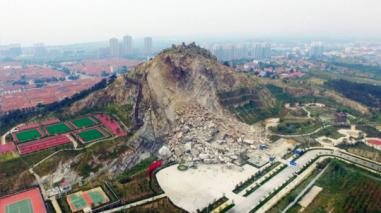 Parque de China es destruido por grandes rocas días antes de su apertura