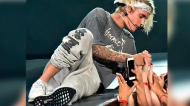 Justin Bieber y su comentado estornudo en pleno show [VIDEO]