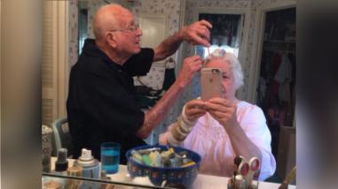 Una dulce pareja de ancianos ha conquistado Twitter con esta foto
