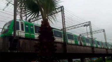 Un tren de la Línea 1 del Metro de Lima quedó varado en el puente Atocongo