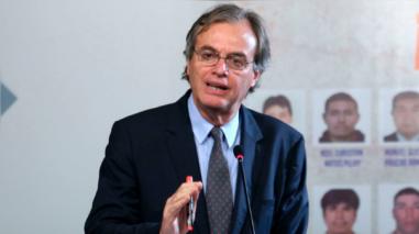 Ministro Basombrio: la ley debe empezar a imperar en el país