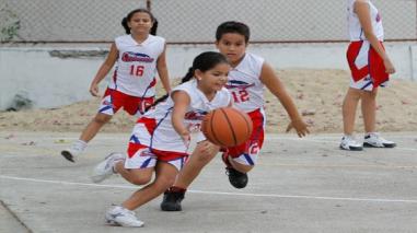 Más de 100 niños inscritos en la Escuela Municipal de Básquetbol en Pátapo