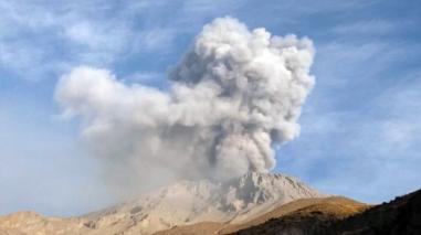 Moquegua: volcán Ubinas registra nuevas explosiones
