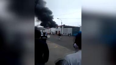 Incendio destruyó miles de sillas de ruedas del MIMP en San Luis