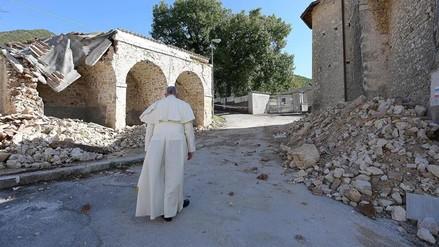 El papa Francisco visitó zonas afectadas por el terremoto en Italia