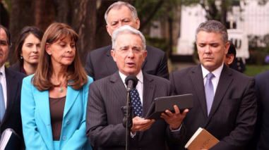 Álvaro Uribe pide una