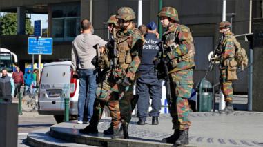 Alertas de bomba y un ataque a dos policías generaron pánico en Bruselas