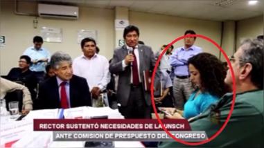 """Cecilia Chacón es criticada por video donde """"ignora"""" al rector de la Universidad de Huamanga"""