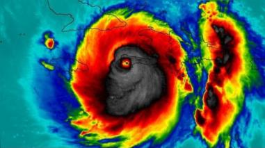 "NASA captó ""terrorífica"" imagen del huracán Matthew"