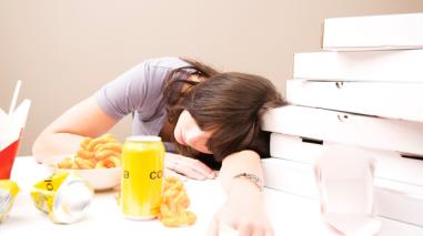7 tips para identificar y superar el hambre emocional