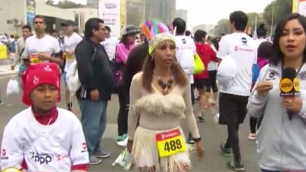 Competidora de Iquitos resalta en la Maratón RPP con traje típico de su región