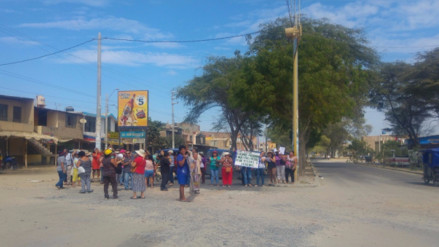 Moradores bloquean avenida de Piura exigiendo construcción de pistas y veredas