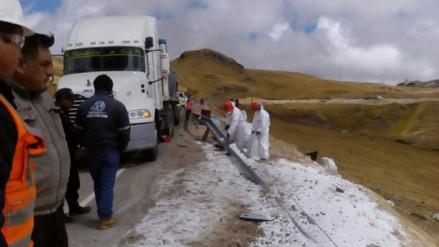 Santiago de Chuco: vía contaminada con sustancia química tras accidente