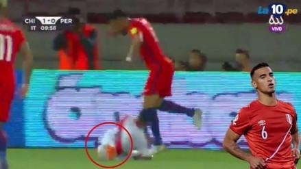 El gran amague de Isla a Trauco en el gol de Vidal