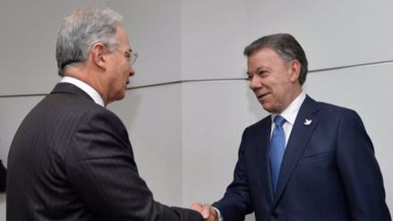 Álvaro Uribe entrega al Gobierno propuestas para conseguir la paz en Colombia