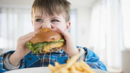 Ley contra la comida chatarra: ¿Por qué es importante regular la publicidad?