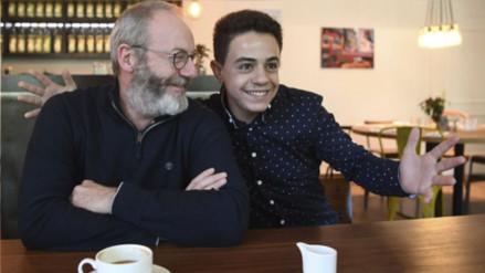 Actor de Game of Thrones realiza sorpresiva visita a un refugiado sirio