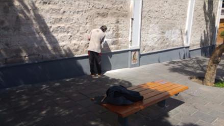 Adolescente limpió pinta que realizó en Monasterio de Santa Catalina